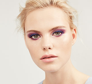 See how-to steps for the Serious Moonlight makeup artist look from Mary Kay.
